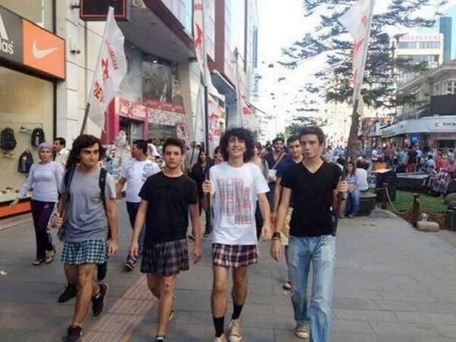 manifestazione-gonne-turchia-2